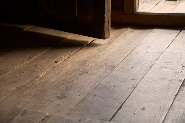 dark wood entrance - burma home do zdjęcia i obrazy z banku zdjęć