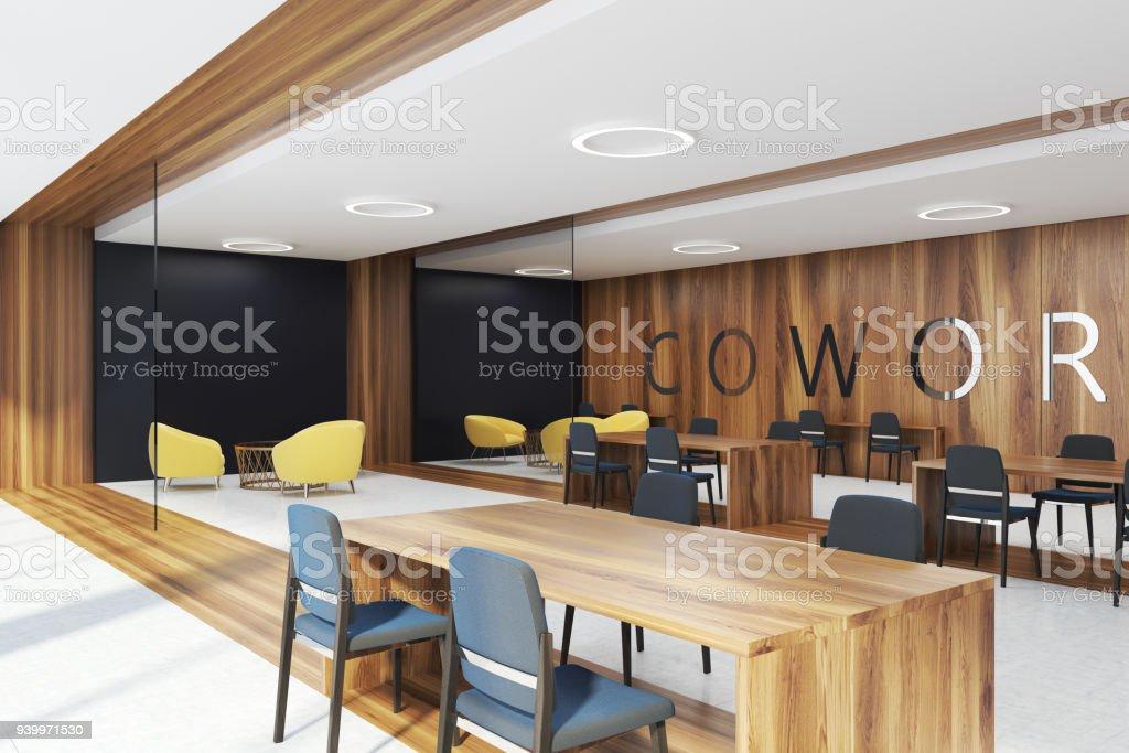 Esquina de coworking madera oscuro - foto de stock