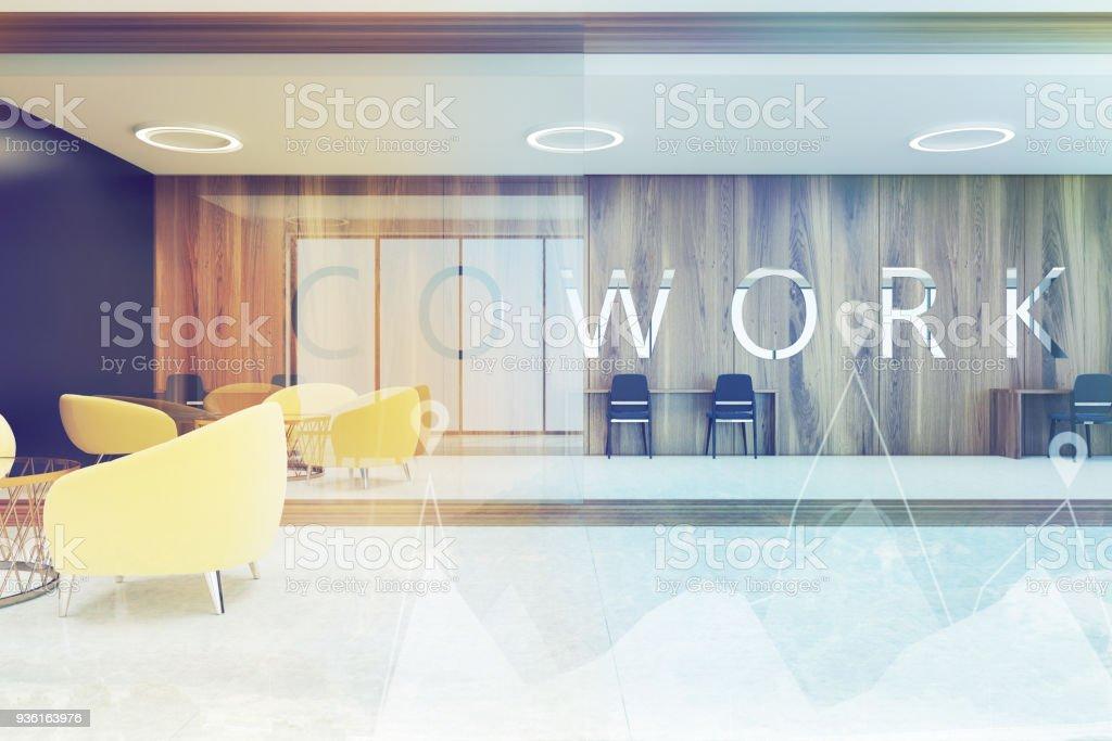Dunkles Holz Coworking, gelbe Sessel getönt – Foto