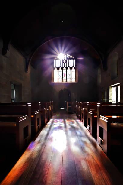 Dunkelkammer wie ein Schloss oder eine Kirche beleuchtet – Foto