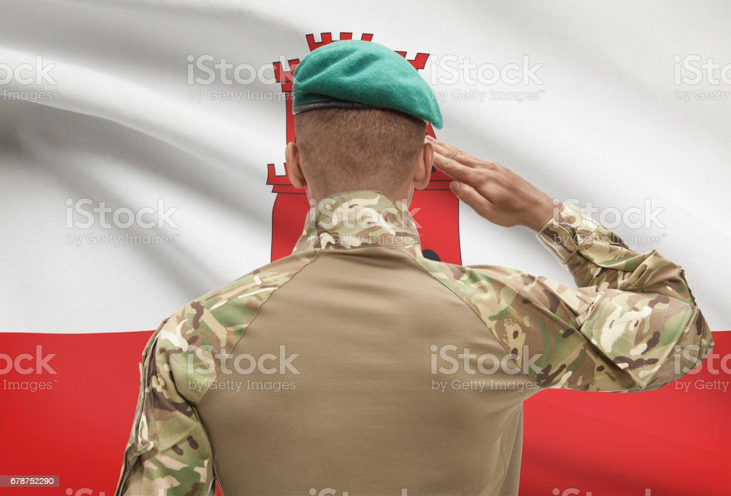 Dark-skinned soldier with flag on background - Gibraltar photo libre de droits