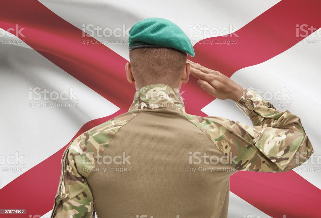 Dark-skinned soldier with US state flag on background - Alabama photo libre de droits