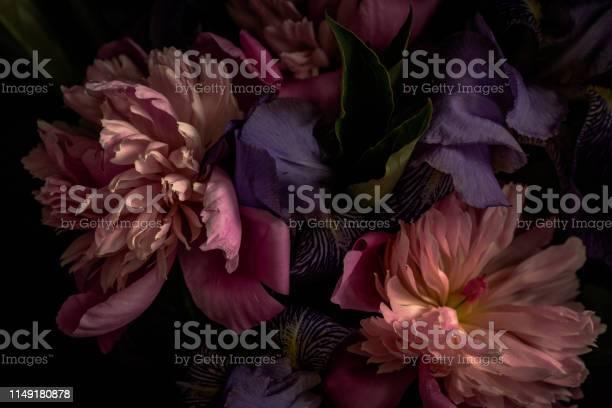 Darktoned photo of bouquet picture id1149180878?b=1&k=6&m=1149180878&s=612x612&h=fjmb9rcu5fc8wjfvhmr8yf10tnc oky6bwpo5lvhql4=