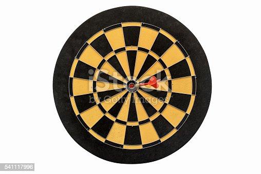 886643538 istock photo dartboard isolated on white background 541117996