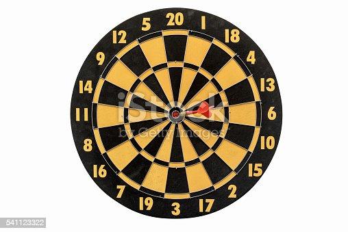 886643538 istock photo dartboard isolated on white background 541123322