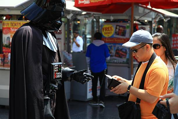 darth vader actor in front of chinese theater, los angeles - darth vader 個照片及圖片檔