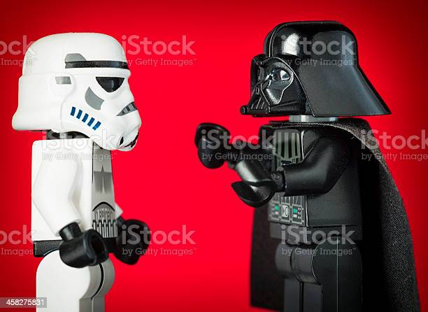 Darth Vader Lego Figurka Jedno Szturmowca - zdjęcia stockowe i więcej obrazów Apodyktyczny