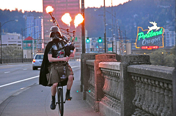 darth vader riding a unicycle playing flaming bagpipes in portland - darth vader 個照片及圖片檔