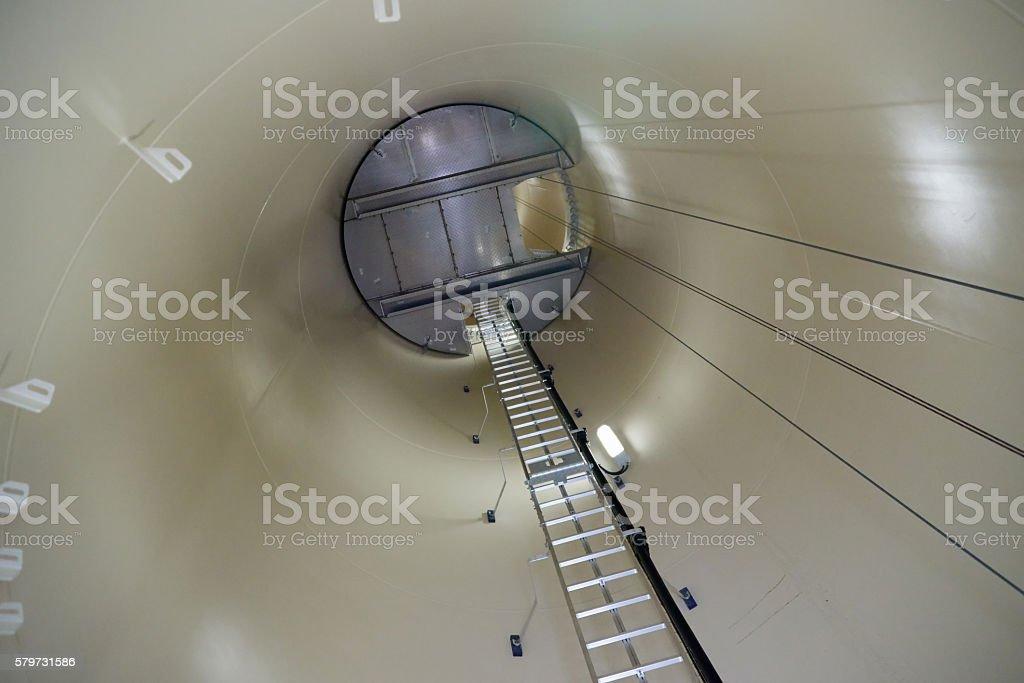 Das Innere eines Windrades, Aufstieg zum Generator stock photo
