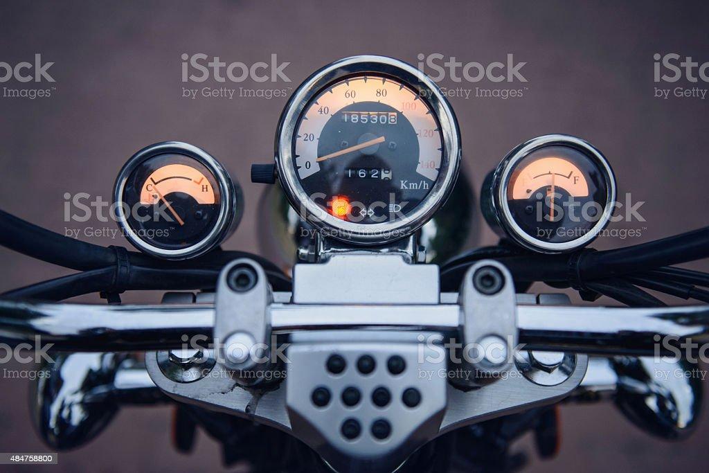 Tableau de bord avec compteur de vitesse de moto Vue subjective d'un conducteur - Photo