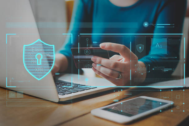 verifica della protezione dello scudo del sistema di sicurezza dei dati - protezione foto e immagini stock