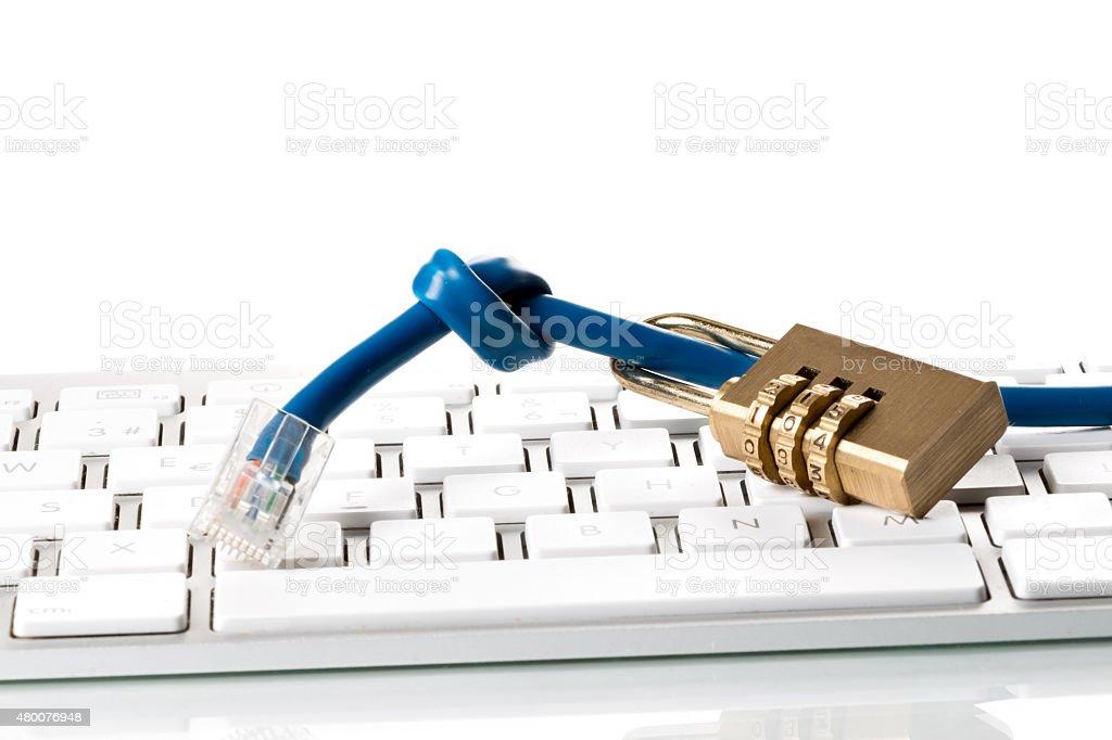 Daten Kabel, Zahlenschloss und Computer Tastatur stock photo