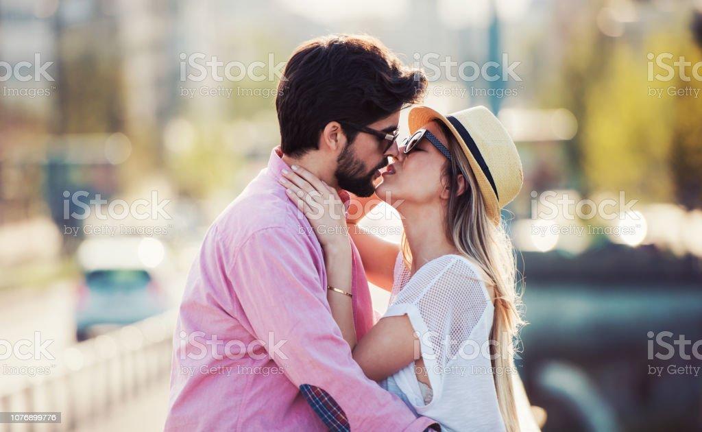 Ce droit est autorisé aussi bien pour le père marié que pour le père pacsé ou.