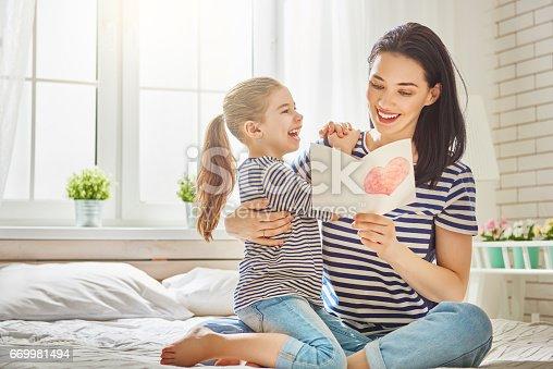 istock daughter congratulates mom 669981494