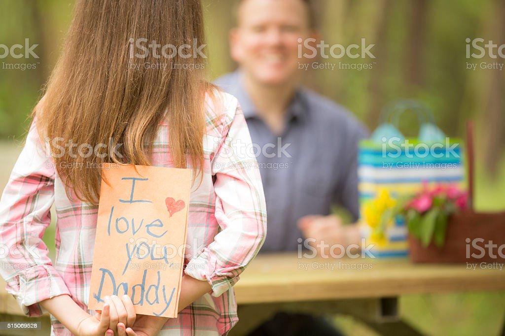 Foto De Filha De Pai Feitos à Mão Dá Cartão De Dia Dos Pais Ao Ar