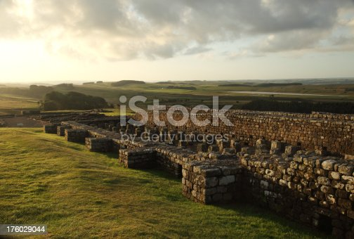 istock Dawn at Housesteads Fort 176029044
