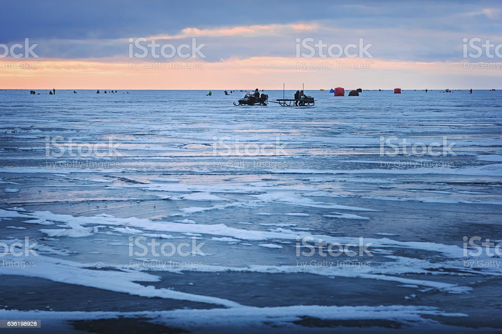 Dawn on the frozen Baltic Sea Biosphere polygon. Ice fishing. - foto de stock