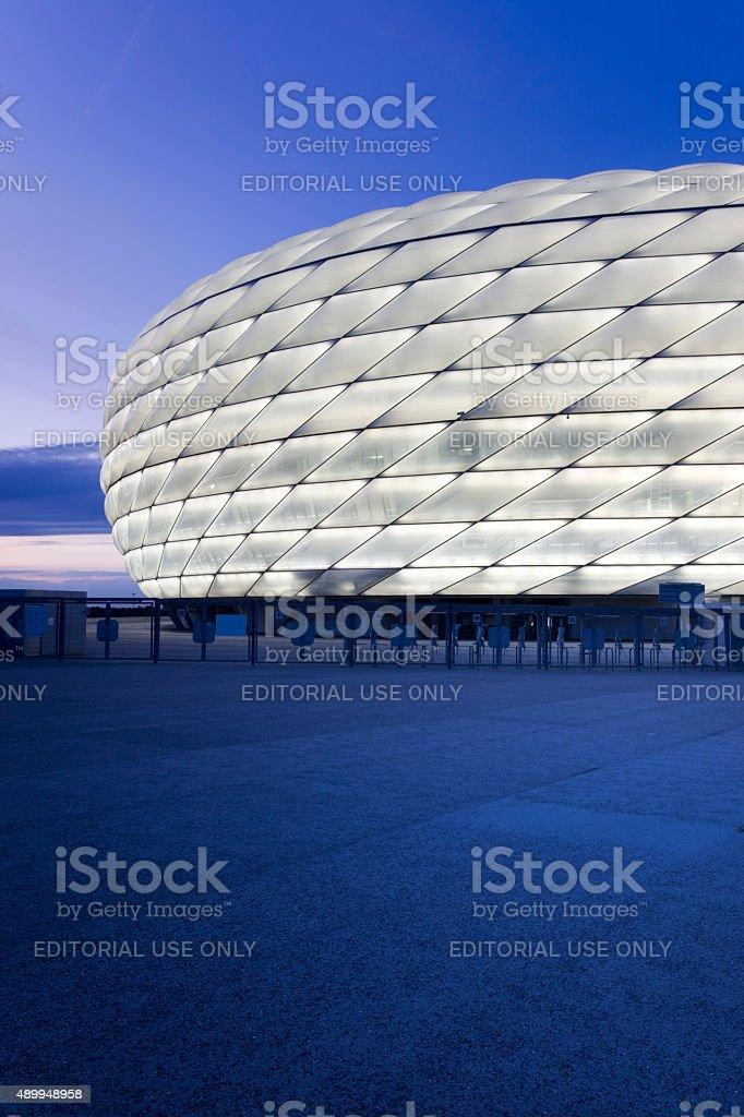 Dawn über beleuchtete Fußballstadion in München – Foto