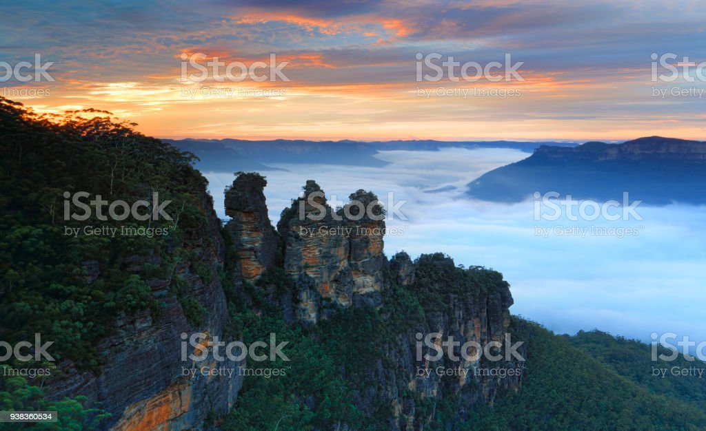 Dawn skies and fog in the Jamison Valley, with Three Sisters Icon stock photo
