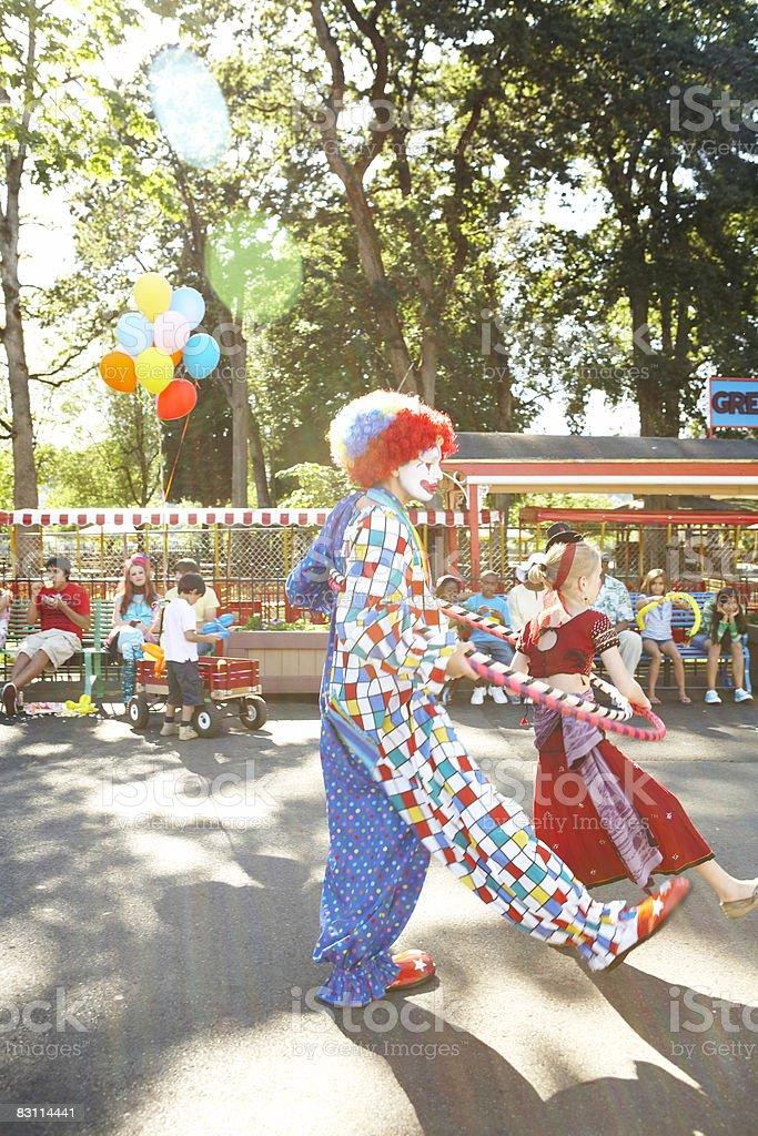 Día en un parque de diversiones foto de stock libre de derechos