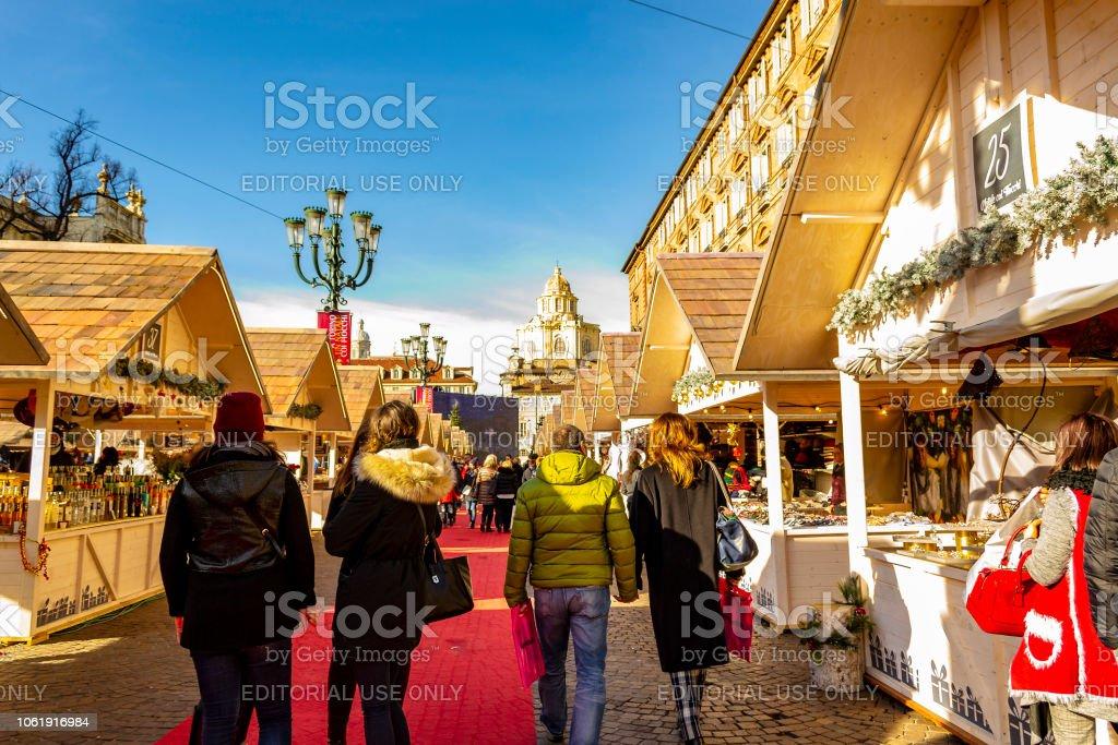 Tag Auf Dem Weihnachtsmarkt In Turin Stockfoto und mehr ...