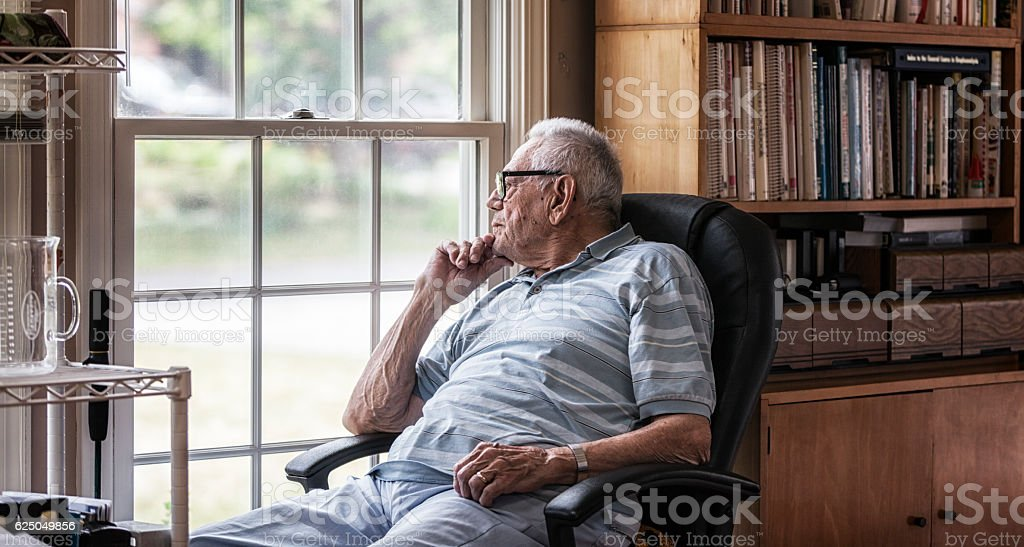 Day Dreaming Elderly Senior Man Staring Through Hazy Window – Foto