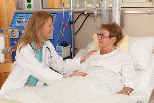 Day In The Life Of A Patient Doctor Visiting Woman - Fotografias de stock e mais imagens de 65-69 anos