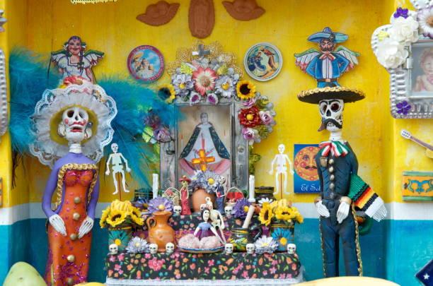 tag der toten in mexiko - altar stock-fotos und bilder