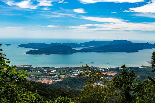 ラングカウイ島アンダマン海ケダ州マレーシアの最高地点グヌンラヤ山の頂上からダヤンバンティング島 - アジア大陸のストックフォトや画像を多数ご用意