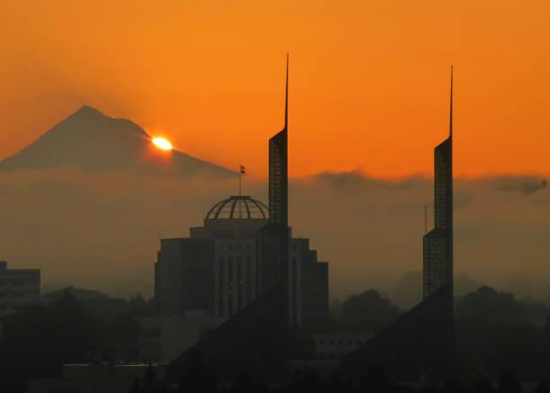 Morgendämmerung über Mt. Hood – Foto