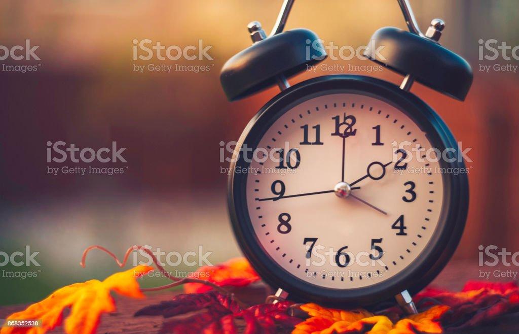Tageslicht-Einsparung Zeit Uhren fallen zurück im Herbst – Foto