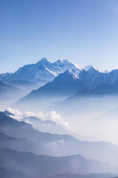 tageslicht-ansicht des mount everest. - nepal tibet stock-fotos und bilder