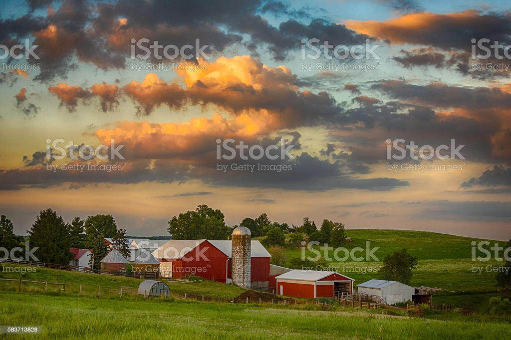 Day's End on the Farm - foto de stock