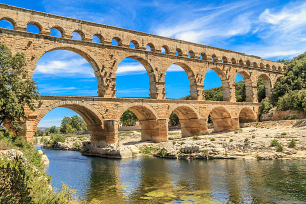 daytime at the pont du gard in provence, france - pont du gard stockfoto's en -beelden
