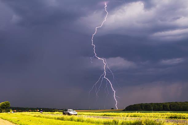 дневной flash - lightning стоковые фото и изображения
