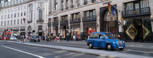 Daytime Traffic In Oxford Street, City of Westminster, London, Großbritannien – Foto