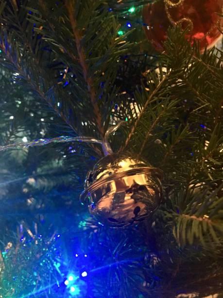 Décoration de Noël dans le sapin Nantes, France sapin noel stock pictures, royalty-free photos & images