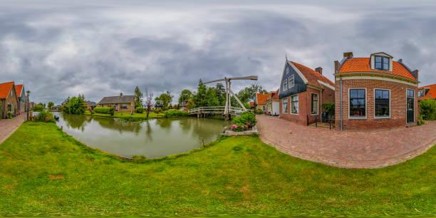 de rijp - pequeño pueblo holandés histórico (panorama de 360 grados hdri) - 360 fotografías e imágenes de stock