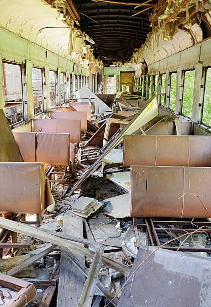 dead züge von tschernobyl (pripyat) - u bahn stock-fotos und bilder