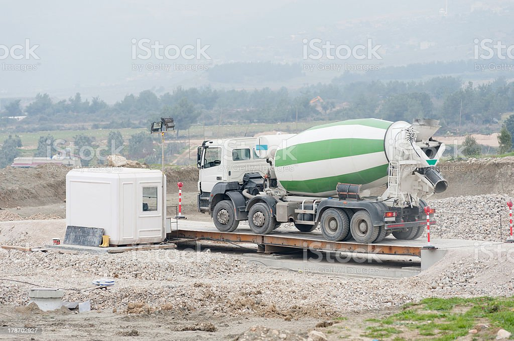 dead weight tonnage control with weighing machine stock photo
