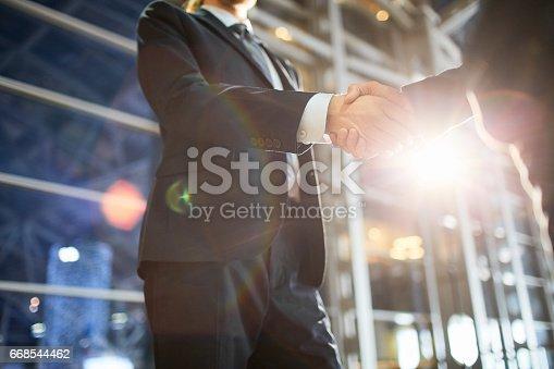 istock Deal of brokers 668544462