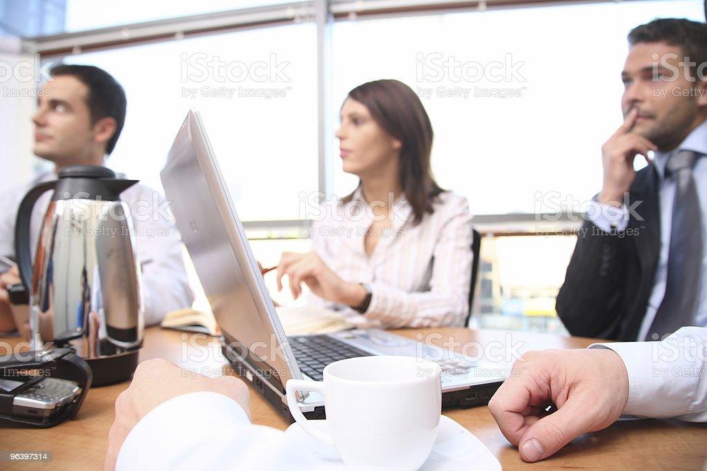 議論のビジネス人々のグループのミーティング - アクションショットのロイヤリティフリーストックフォト