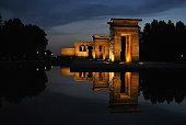 Imagen nocturna del templo de Debod en Madrid