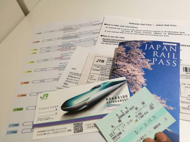 1. dezember 2018: sapporo japan: gewöhnliche jr bahnpass 7 tage jr zug ticket zugang vom bahnhof sapporo in kushiro. reisen-fahrplan und ticket gebucht und sitzplatz mit nichtraucher reserviert. - gutschein bahn stock-fotos und bilder
