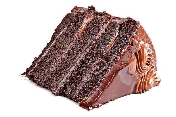 роскошные chocolate fudge многослойный торт - кусок торта стоковые фото и изображения