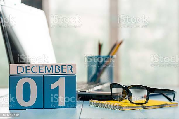 December 1st Day 1 Of Month Calendar On Teacher Workplace Stockfoto en meer beelden van Aftellen