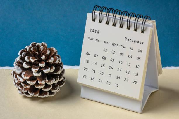 december 2020 - spiraal desktop kalender - december stockfoto's en -beelden
