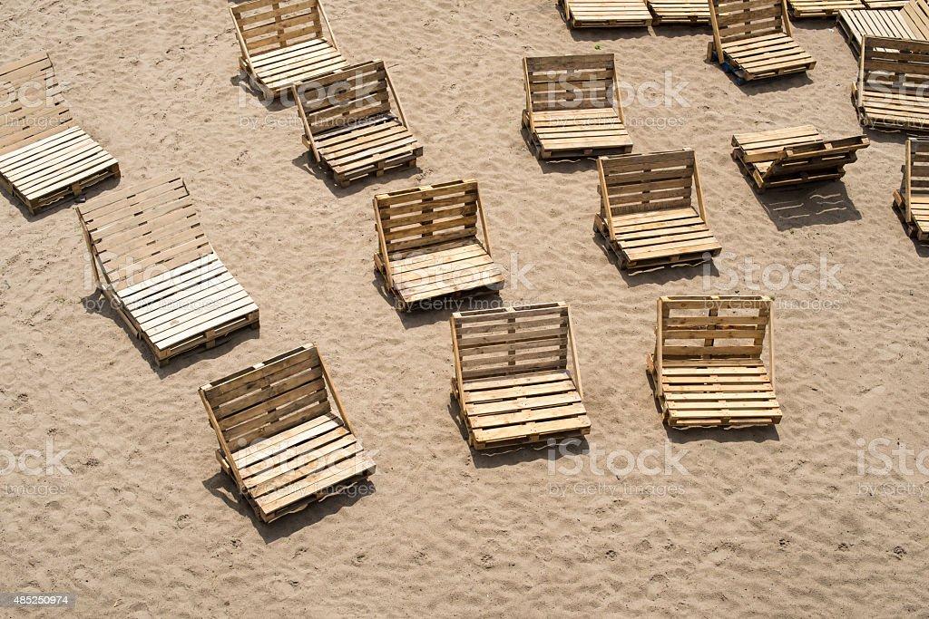 Sedie a sdraio in legno carico pallet fotografie stock e for Pallet immagini