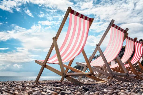 Liegestühle am Strand von den Sommer-Urlaub am Meer – Foto
