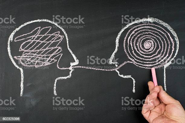 Decodifica E Comprensione Del Problema Concetto Di Spiegazione Faccia A Faccia - Fotografie stock e altre immagini di Parlare